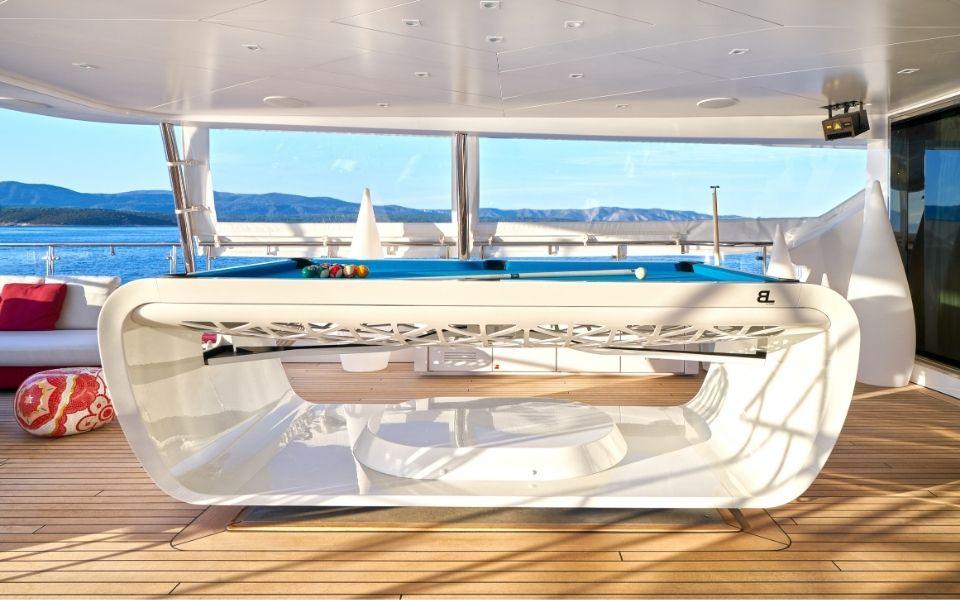 Billard gyroscopique sur bateau de luxe - Billards Toulet