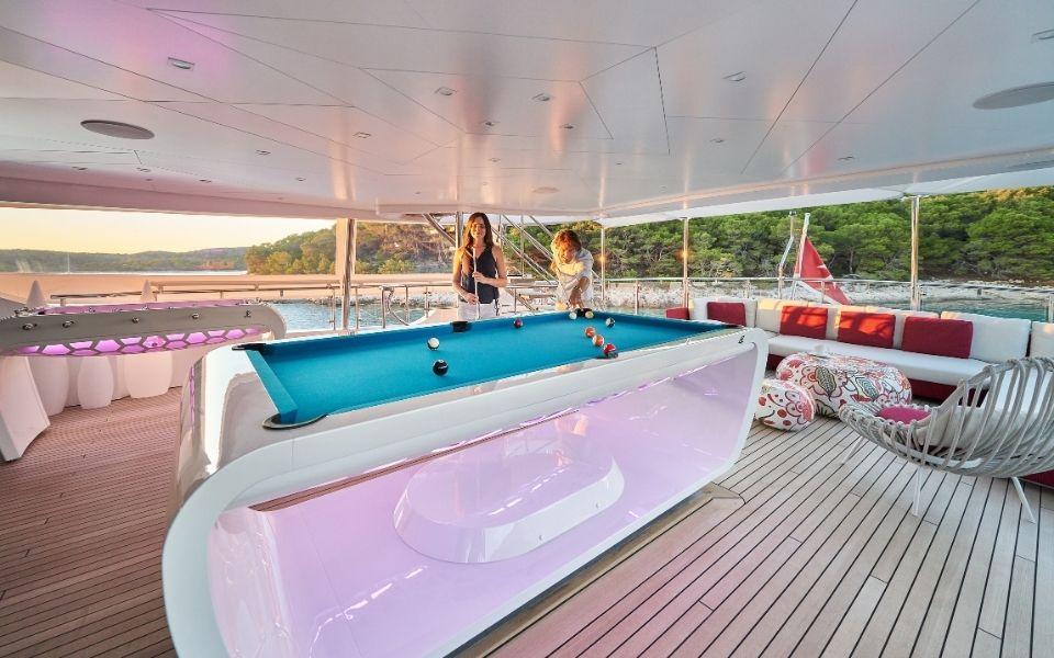 Billard Blacklight sur yacht de luxe - Billards Toulet